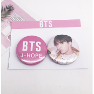 PACK 2 BADGES BTS - J-HOPE (BTS) - MODEL 1
