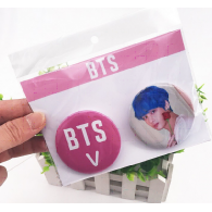 PACK 2 BADGES BTS - V (BTS) - MODEL 2